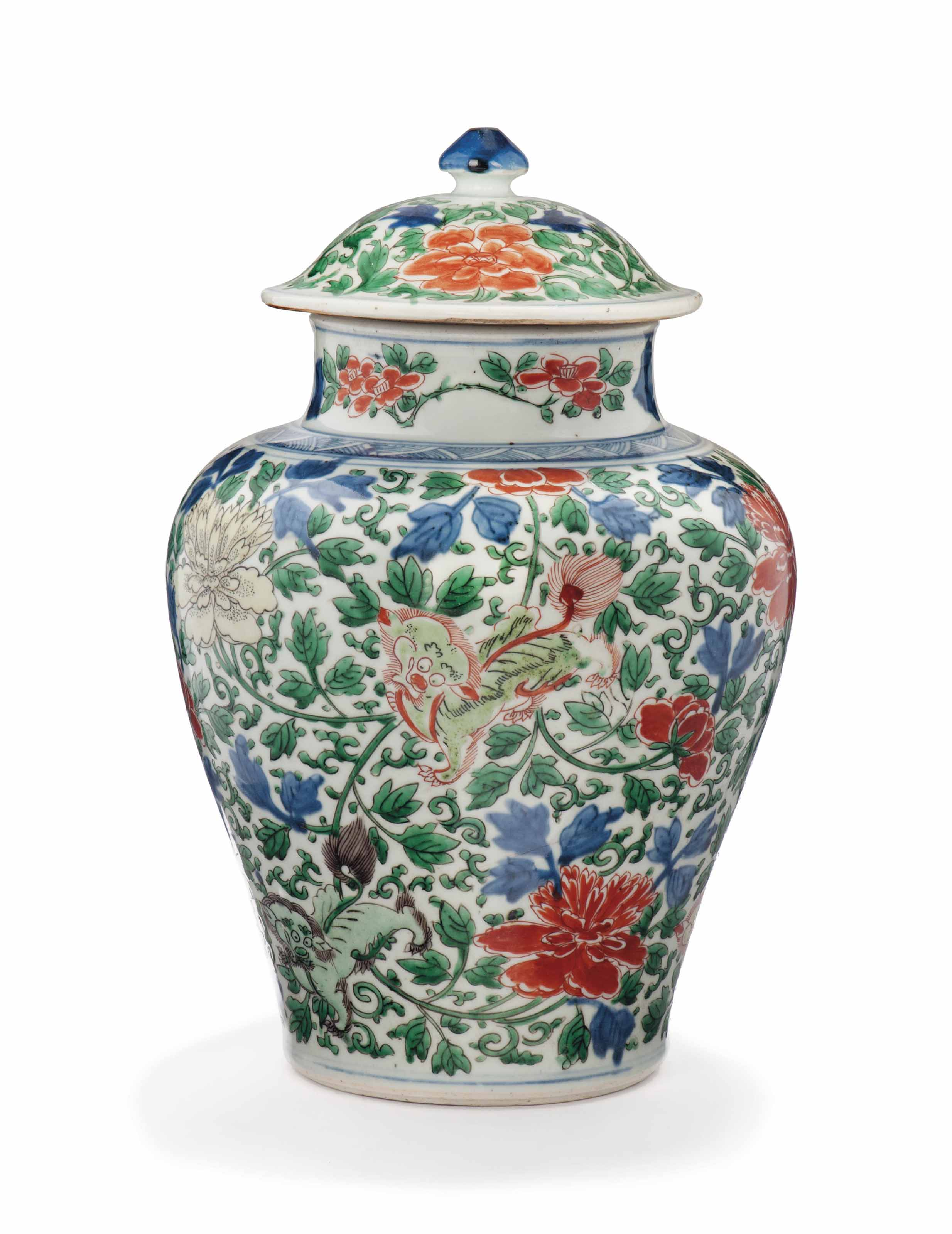 A CHINESE WUCAI BALUSTER VASE