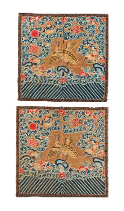 A PAIR OF CHINESE GILT GROUND