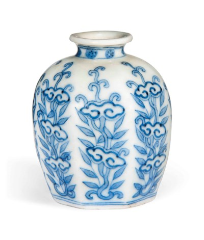 A CHINESE BLUE AND WHITE SMALL