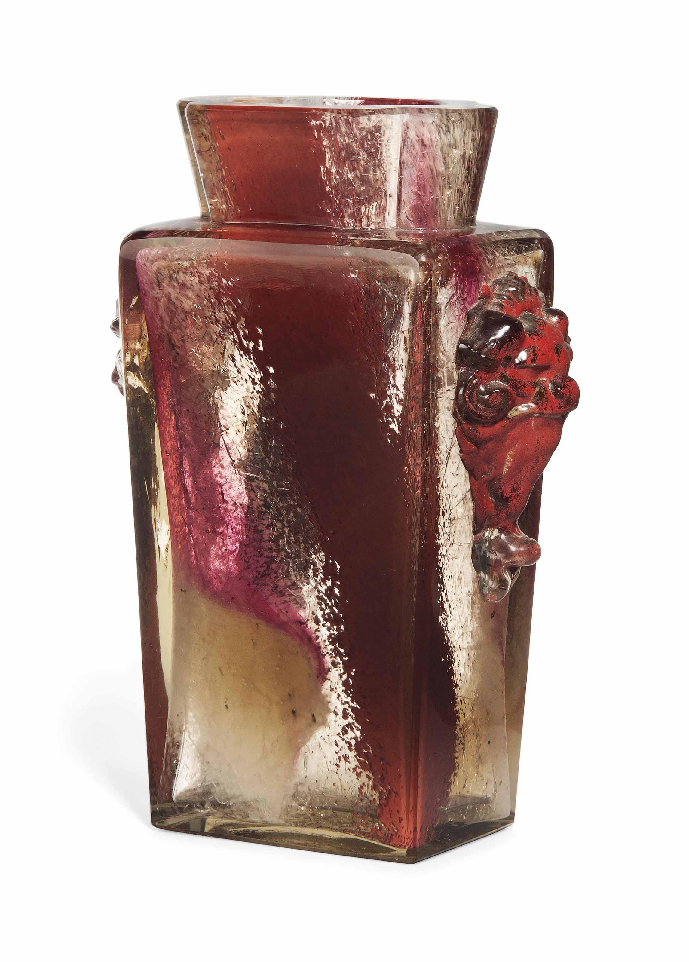 AN ERNEST-BAPTISTE LÉVEILLÉ (1841-1913) CASED AND CRACKLED GLASS VASE OF ORIENTAL INSPIRATION
