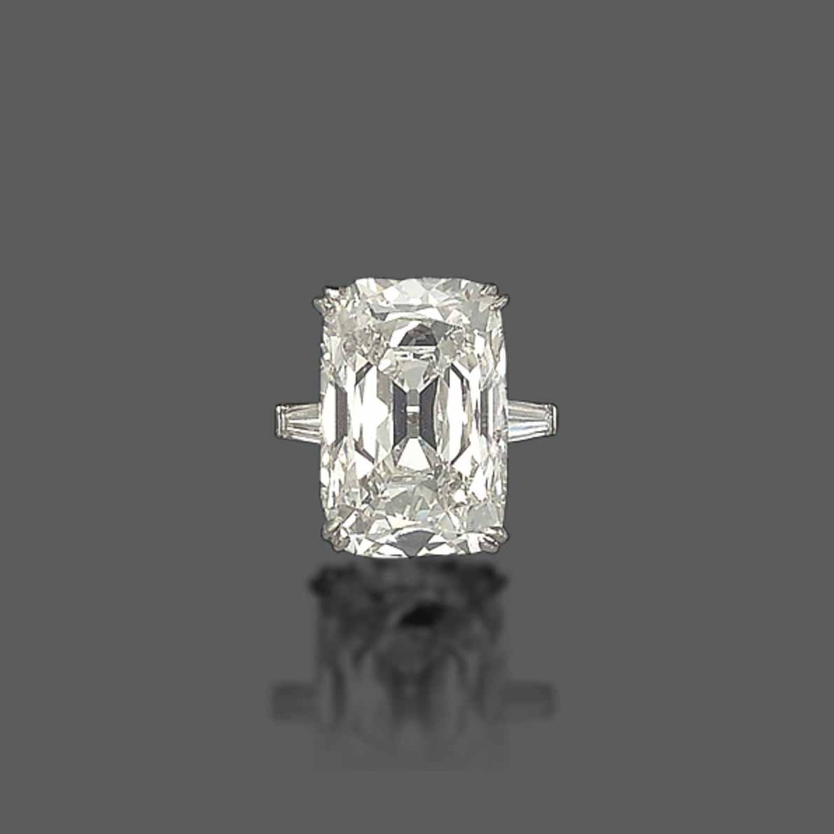 AN ELEGANT DIAMOND RING, BY CUSI
