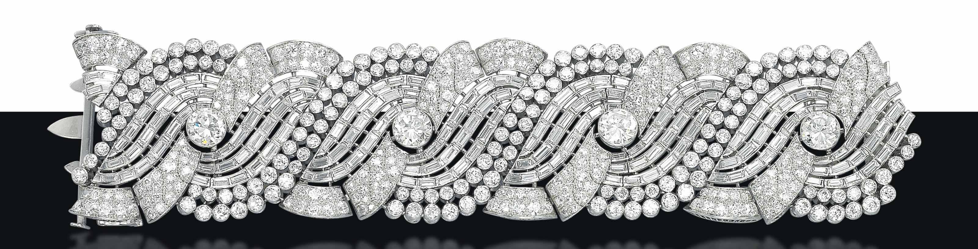 AN IMPRESSIVE ART DECO DIAMOND BRACELET