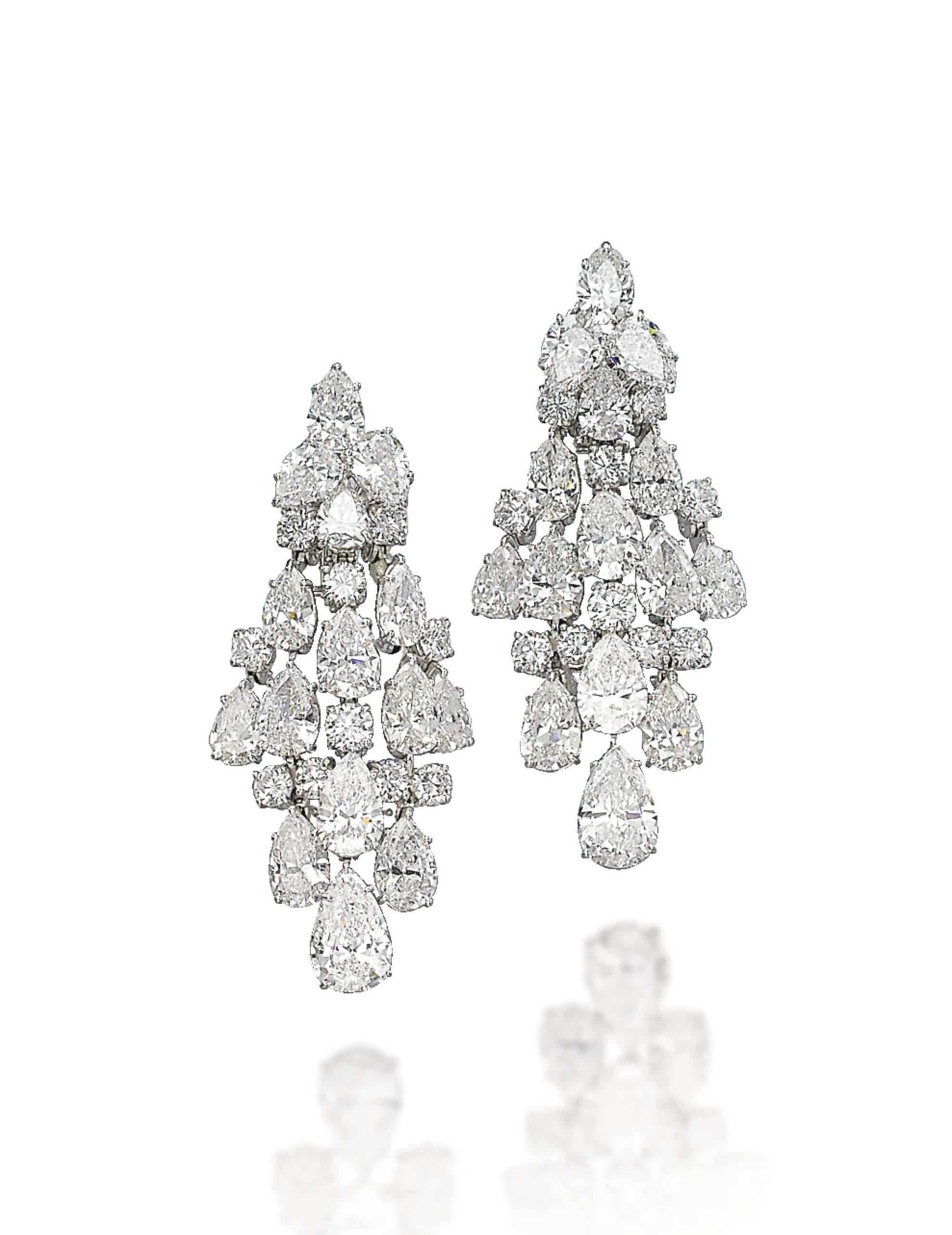 A PAIR OF DIAMOND 'CHANDELIER' EARRINGS