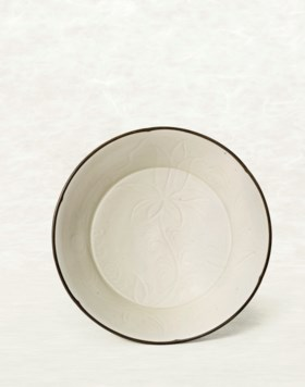 A DING CARVED 'DAYLILY' HEXAFOIL BOWL