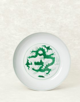 A FINE AND RARE INCISED GREEN-ENAMELLED 'DRAGON' DISH