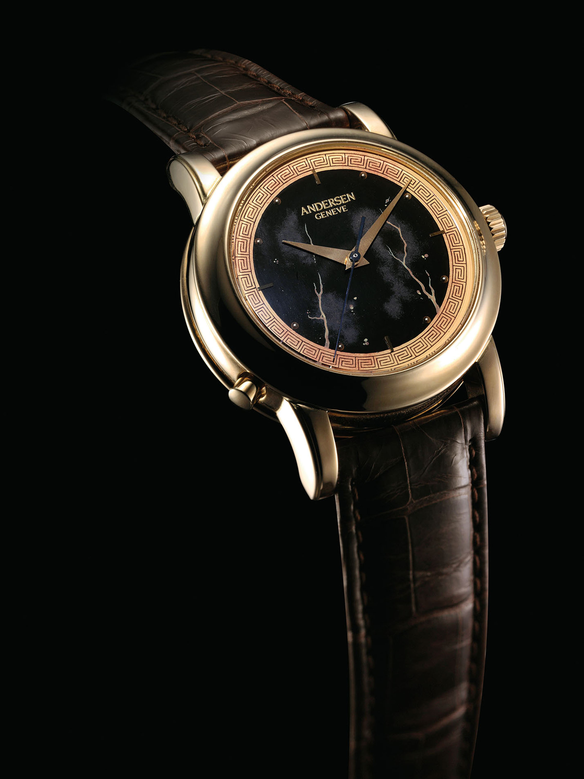 ANDERSEN. A FINE AND RARE 18K GOLD WRISTWATCH WITH SWEEP CENTRE SECONDS, CONCEALED EROTIC AUTOMATON AND LACQUER DIAL