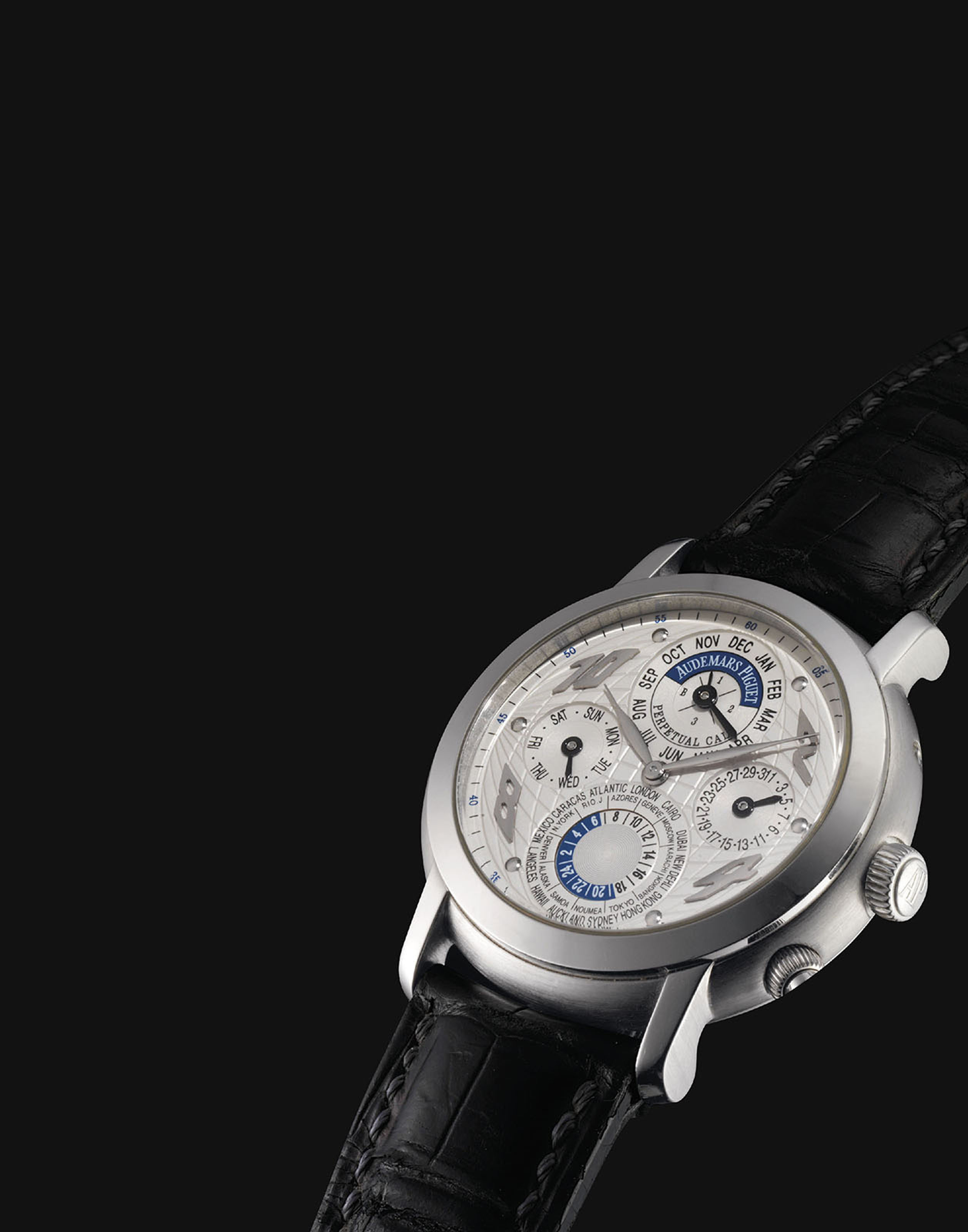 AUDEMARS PIGUET. A VERY FINE AND RARE PLATINUM AUTOMATIC PERPETUAL CALENDAR WORLD TIME WRISTWATCH WITH LEAP YEAR INDICATION