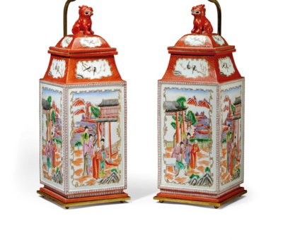 A PAIR OF FRENCH PORCELAIN CHI