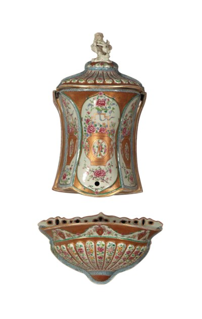 A CHINESE EXPORT STYLE PORCELA