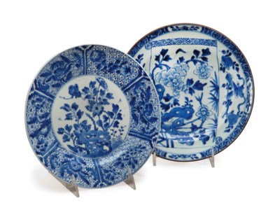 TWO CHINESE BLUE AND WHITE DIS