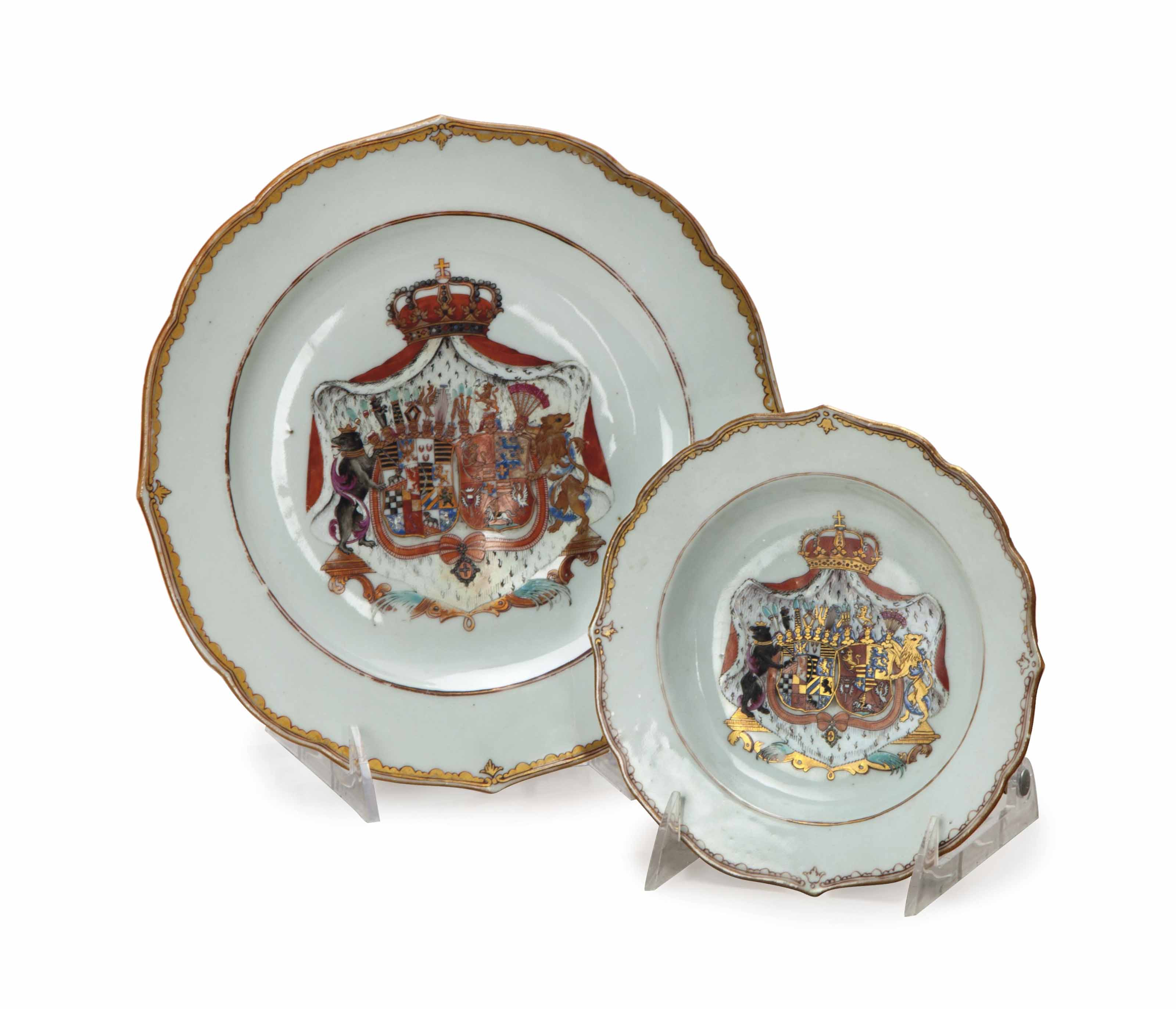 A SET OF CHINESE EXPORT DISHES,