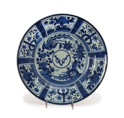A JAPANESE BLUE AND WHITE 'VOC