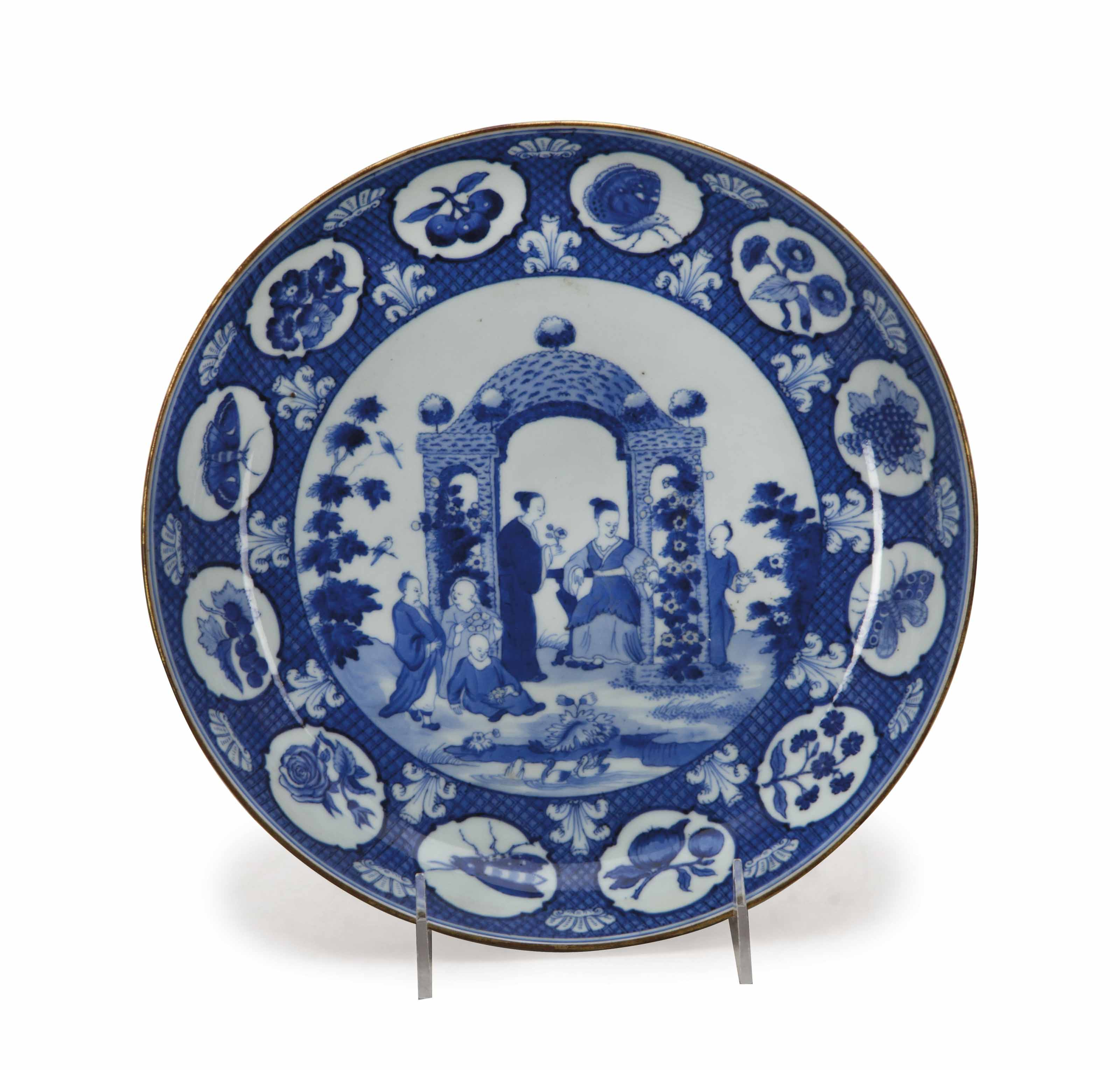 A CHINESE EXPORT BLUE AND WHITE 'PRONK' SAUCER DISH,