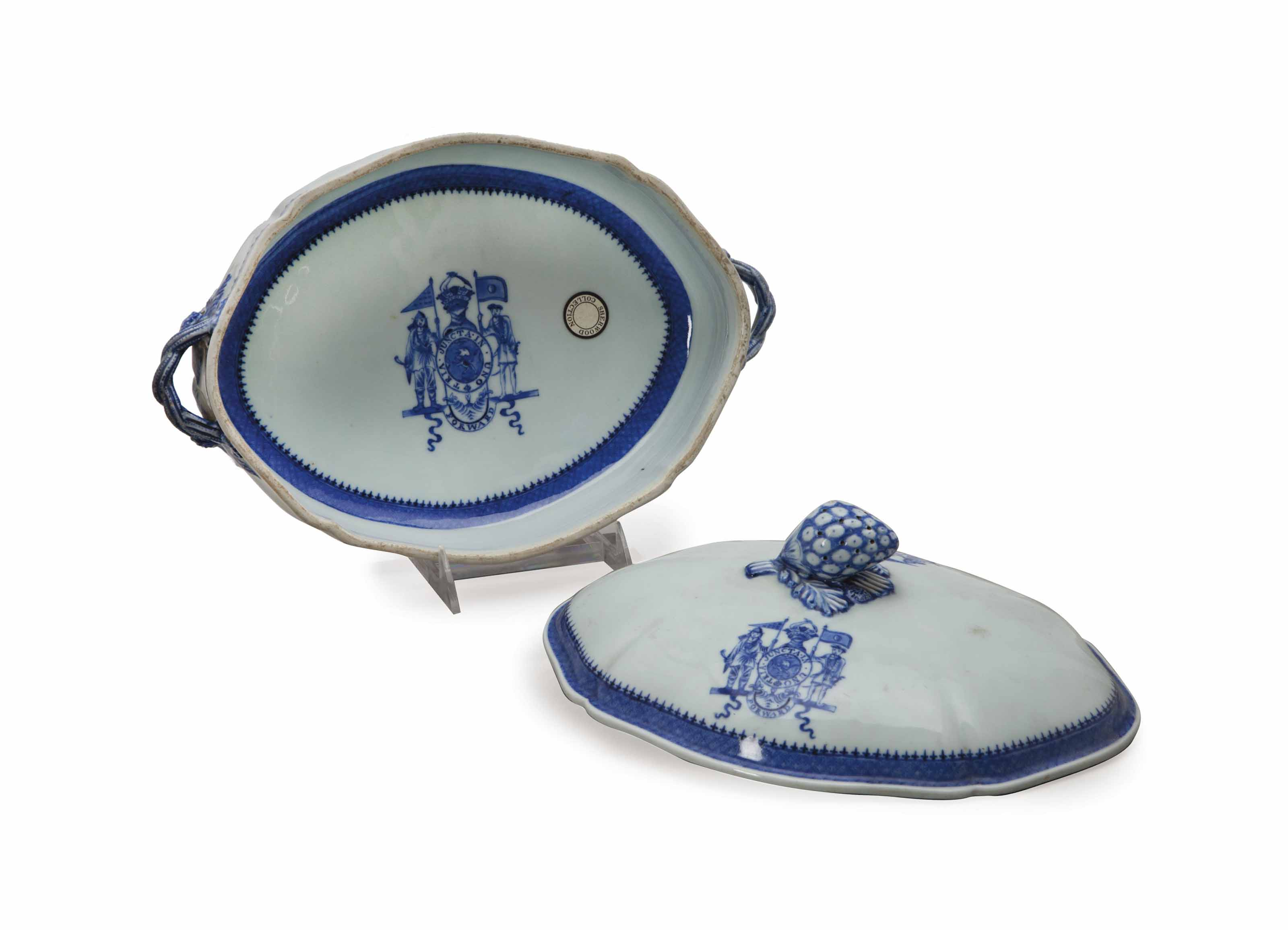 A CHINESE EXPORT BLUE AND WHITE ARMORIAL VEGETABLE TUREEN AND COVER,