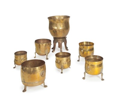 A GROUP OF SEVEN ENGLISH BRASS