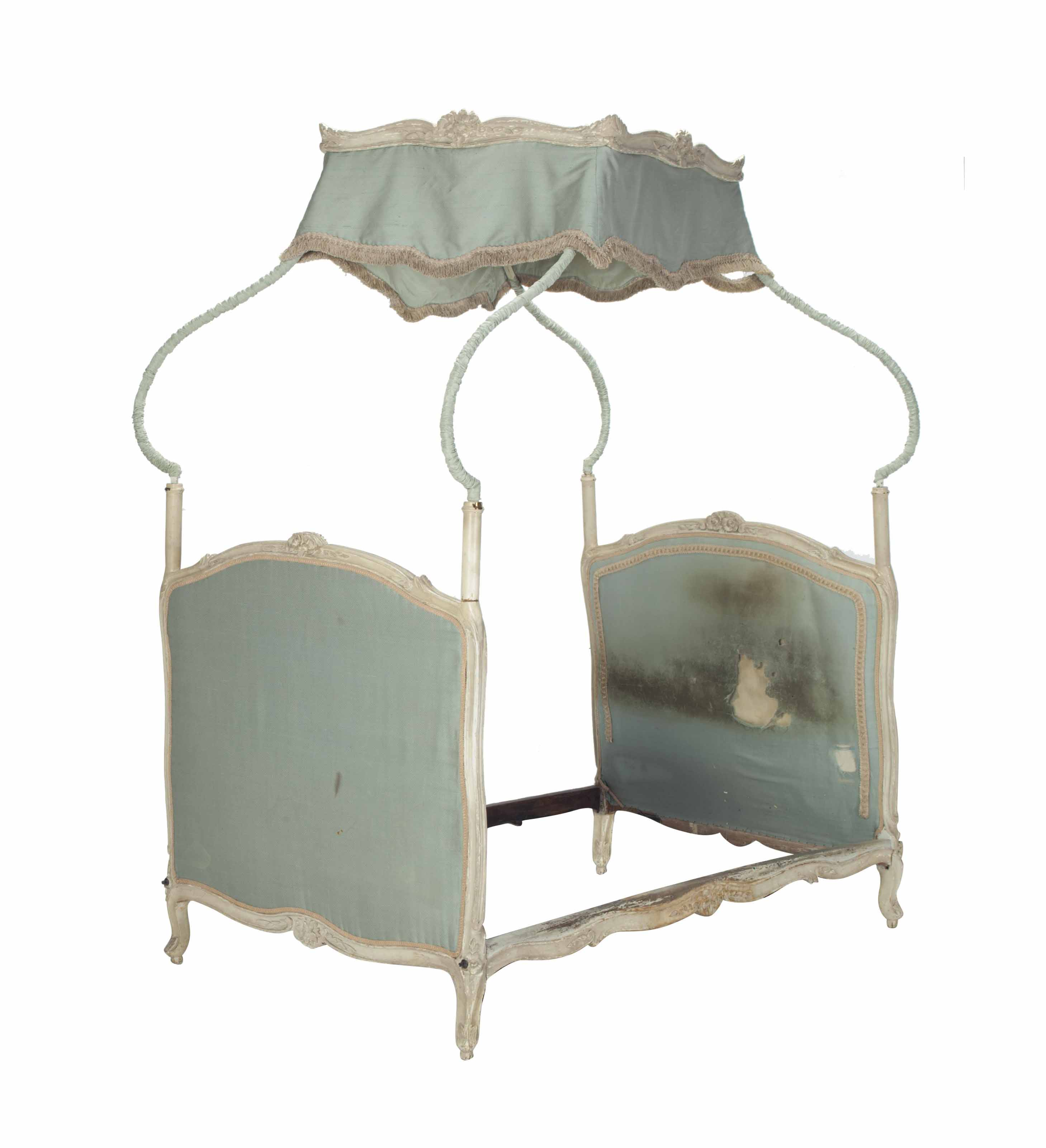 A louis xv gray painted lit a la polonaise mid 18th for Lit louis xv