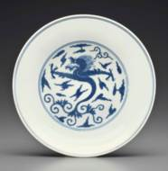 A BLUE AND WHITE 'DRAGON' DISH