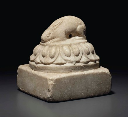 A MARBLE CARVING OF A RABBIT O