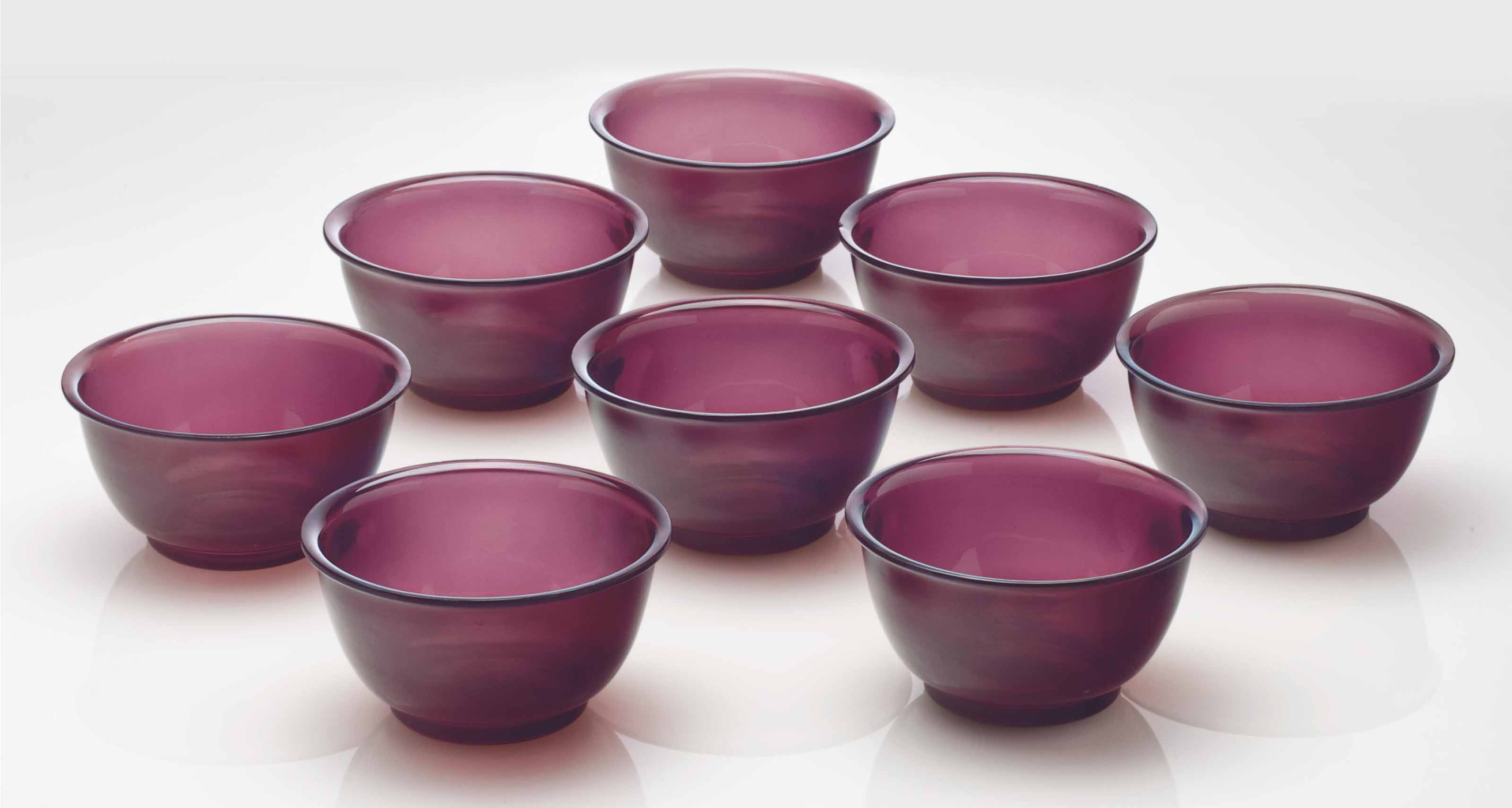 A SET OF EIGHT AMETHYST GLASS