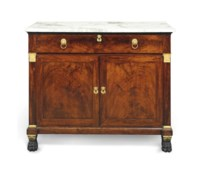 A CLASSICAL PARCEL-GILT, VERDIGRIS AND ORMOLU-MOUNTED MAHOGANY MARBLE TOP COMMODE