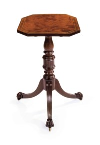 A CLASSICAL BRASS-INLAID CARVED MAHOGANY OCTAGONAL-TOP CANDLESTAND