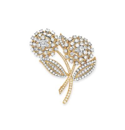 A DIAMOND FLOWER BROOCH, BY VA