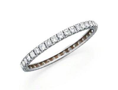 A DIAMOND BANGLE BRACELET