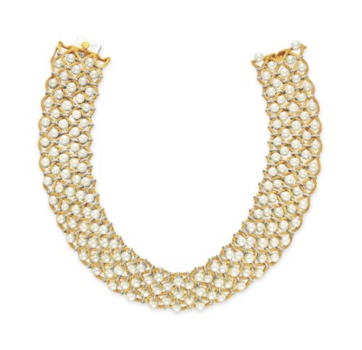 A CULTURED PEARL AND GOLD CHOK