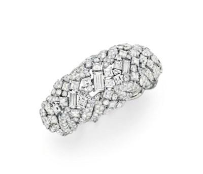 A DIAMOND BRACELET, BY DAVID W