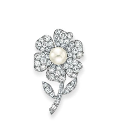 A DIAMOND AND CULTURED PEARL F