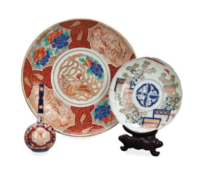 A GROUP OF JAPANESE PORCELAIN