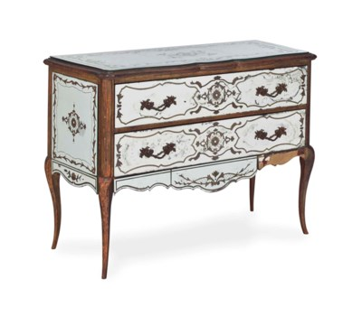 A LOUIS XV STYLE COMMODE VENEE