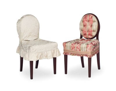 A SET OF EIGHT BUTTON TUFTED D