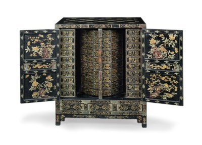A CHINESE EXPORT BLACK, GILT A