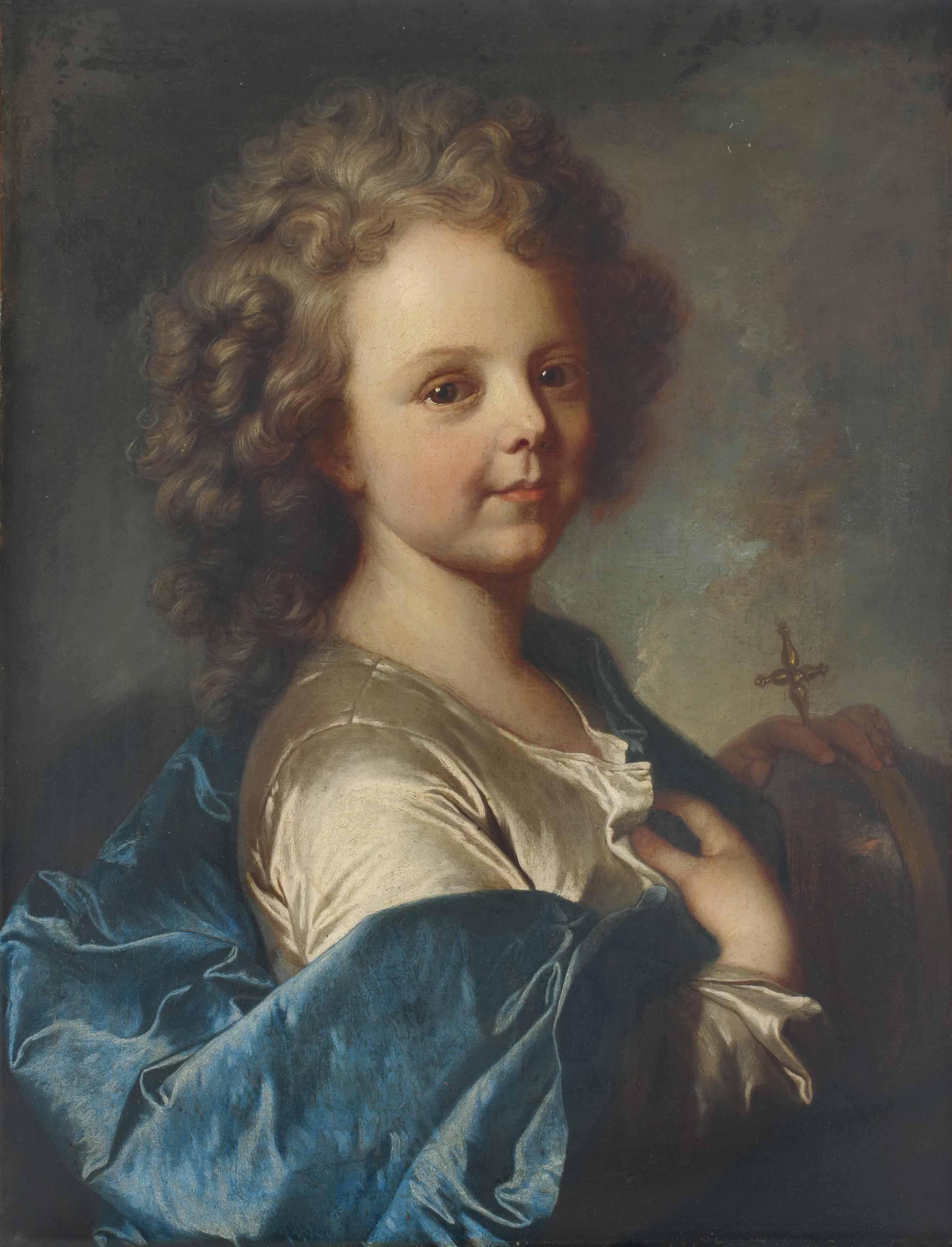 Portrait d'un enfant avec une cape bleue