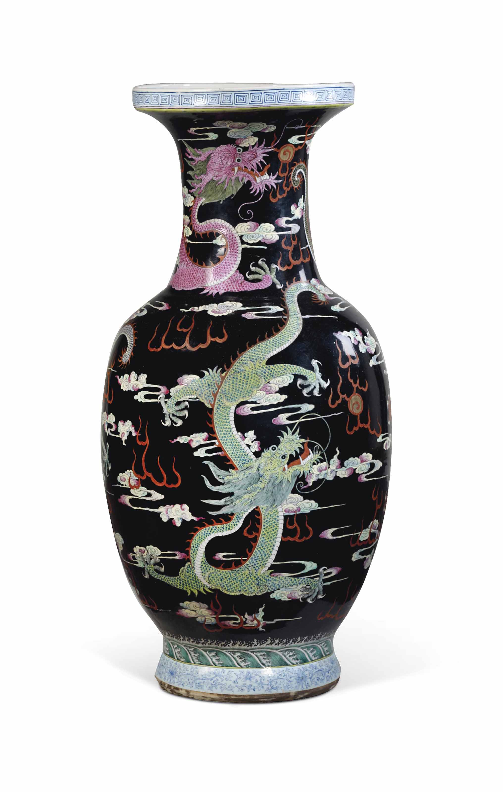 grand vase en porcelaine polychrome a fond noir chine dynastie qing epoque guangxu 1875. Black Bedroom Furniture Sets. Home Design Ideas
