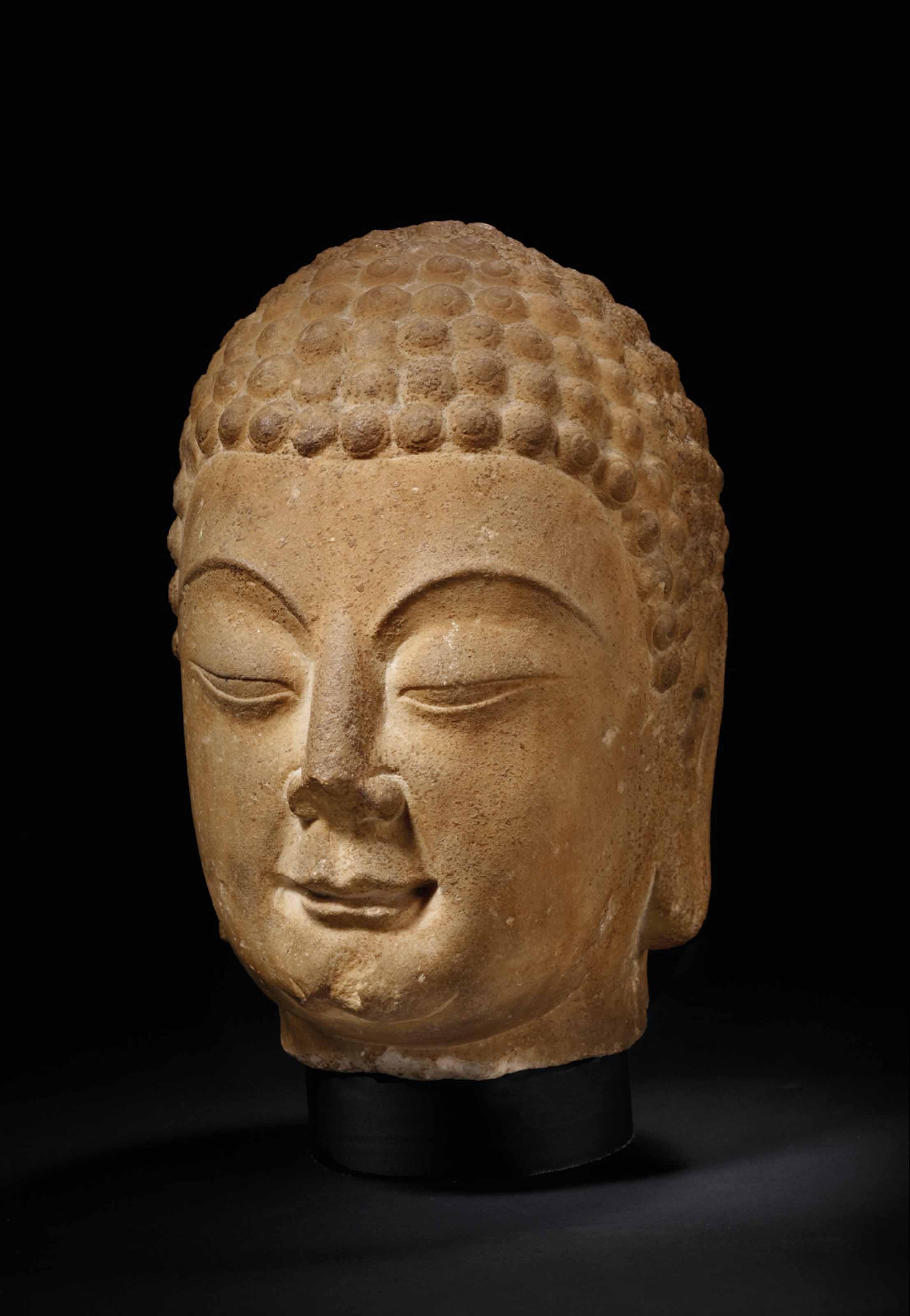 rare et importante tete de bouddha shakyamuni en marbre. Black Bedroom Furniture Sets. Home Design Ideas