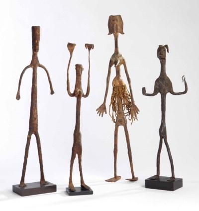 Quatre statuettes en fer de st