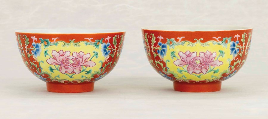 A PAIR OF FAMILLE ROSE CORAL-G