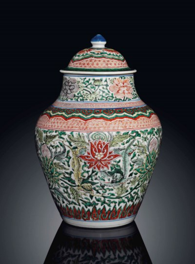 A WUCAI BALUSTER JAR AND COVER