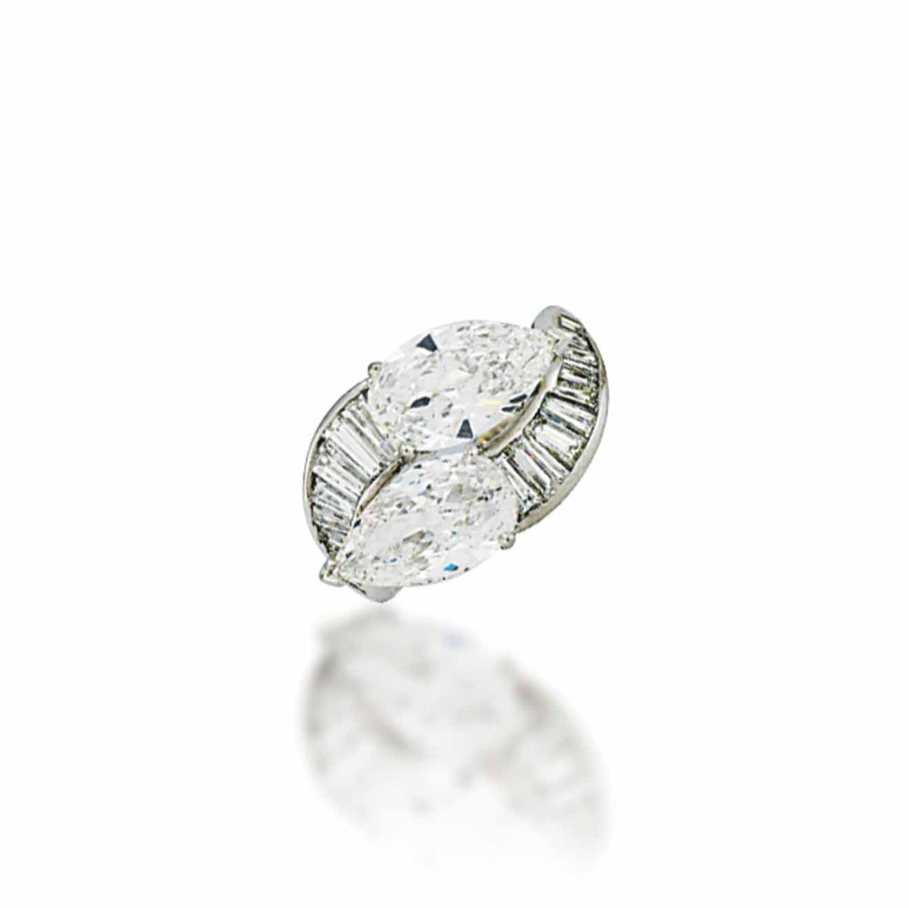 A DIAMOND CROSSOVER RING