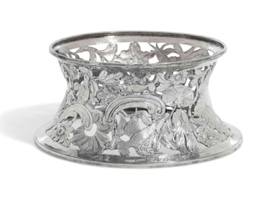 A GEORGE III IRISH SILVER DISH