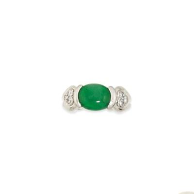 A jadeite jade and diamond rin