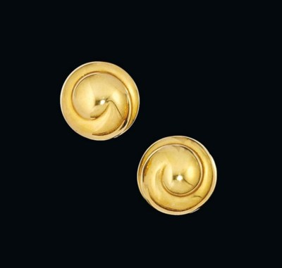 A pair of earclips, by Cada