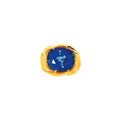 A sapphire ring, by Moroni
