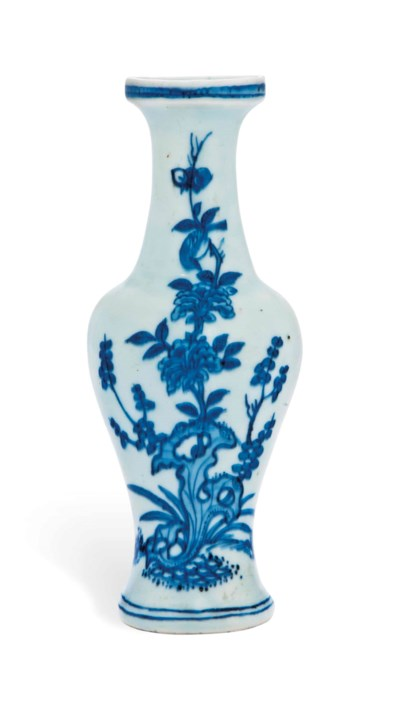 A BLUE AND WHITE WALL VASE