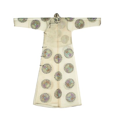 AN IVORY SUMMER GAUZE ROBE AND