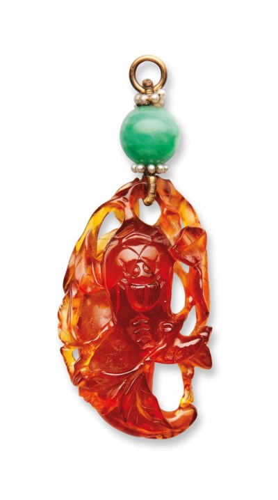 A CARVED AMBER PENDANT