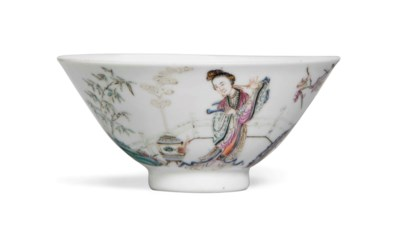 A FAMILLE ROSE FLARING BOWL