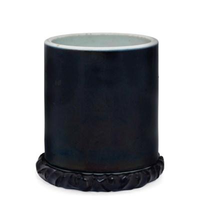 A MIRROR-BLACK-GLAZED BRUSH PO